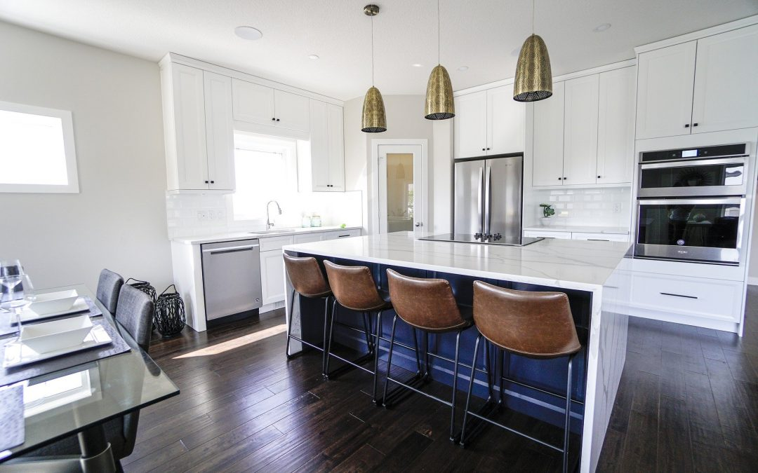 """Are White Kitchen Cabinets """"Out""""?"""